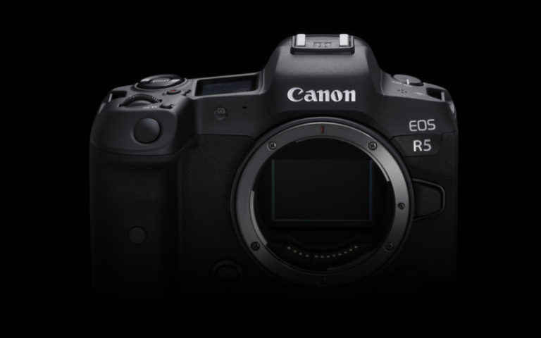 Canon Eos R5 Front body view